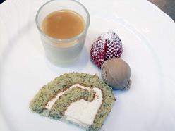 きな粉のロールケーキとパンナコッタキャラメルソース