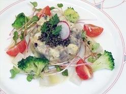 マグロの燻製とエビとアボカドのタンバリーノ